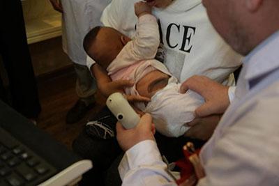 给宝宝看诊